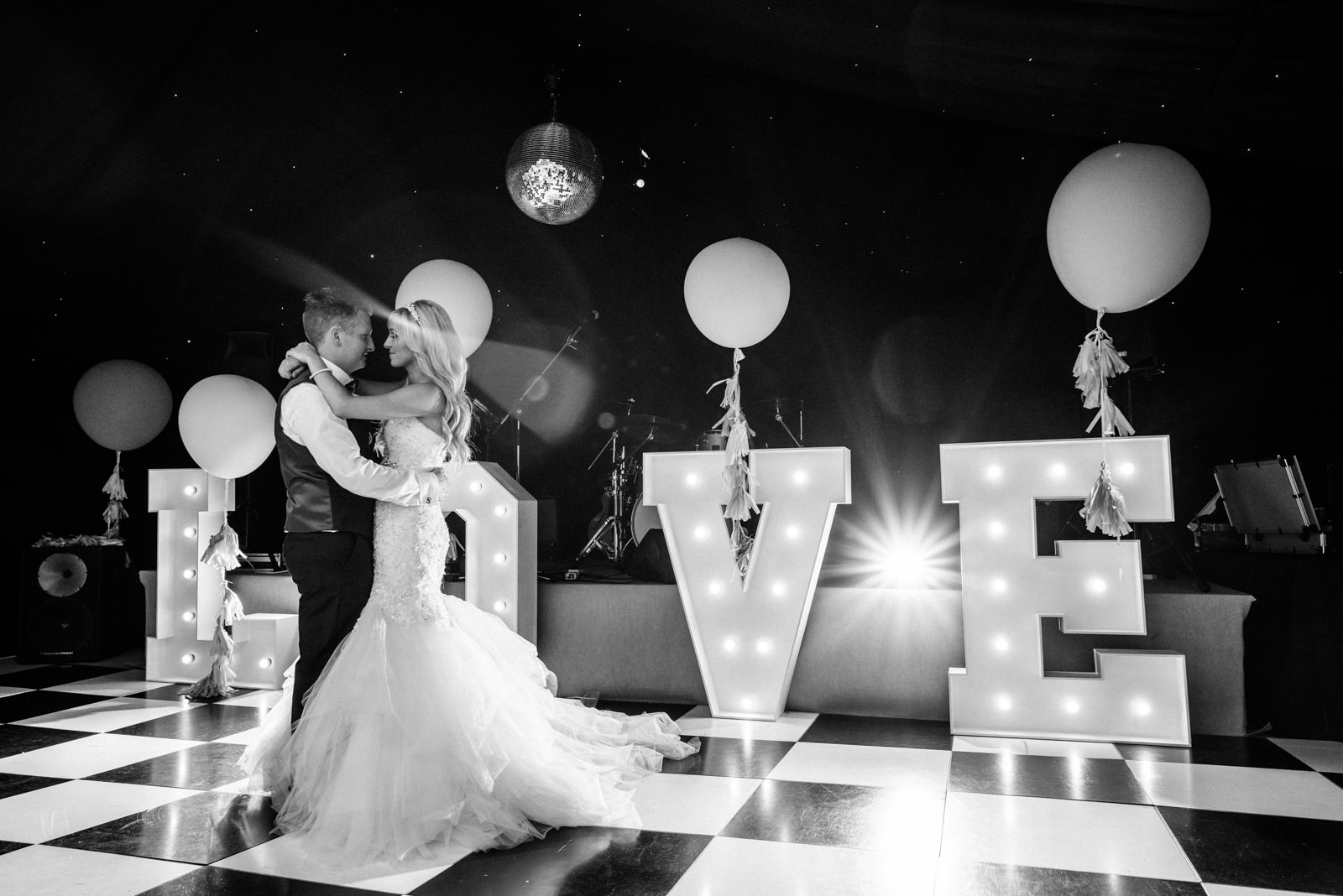 Love Sign Wedding Photo