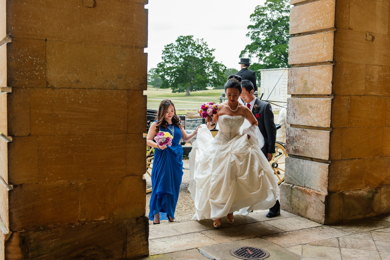 bride and bridesmaids arriving at wedding venue