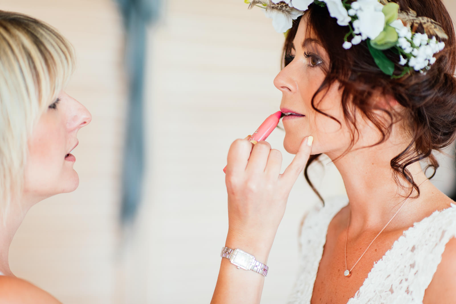 bride make up lipstick.