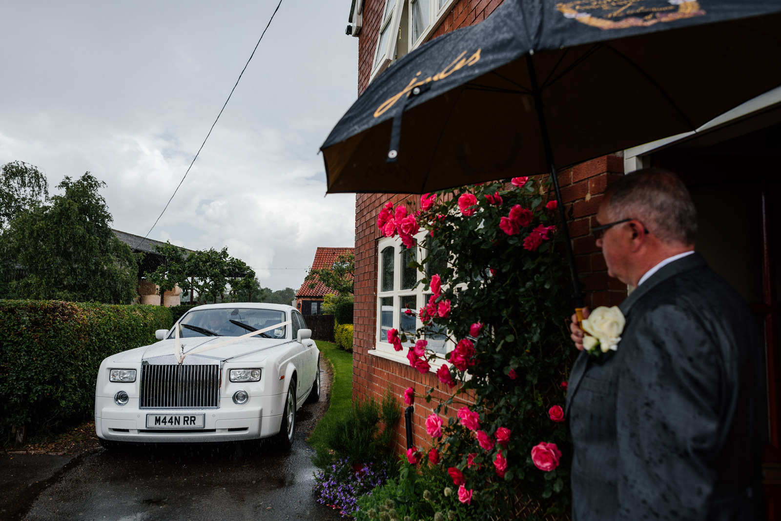 wedding car arriving at bride's house