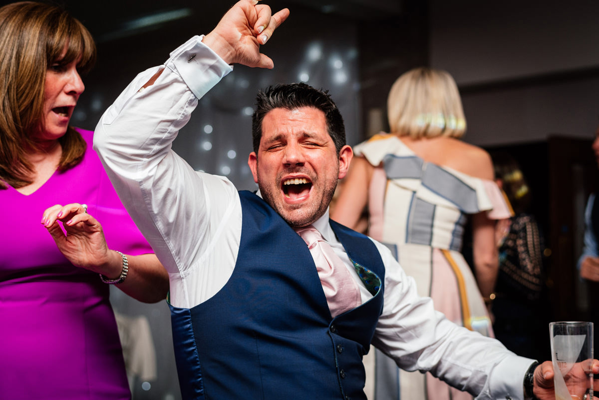wedding guests throwing shapes