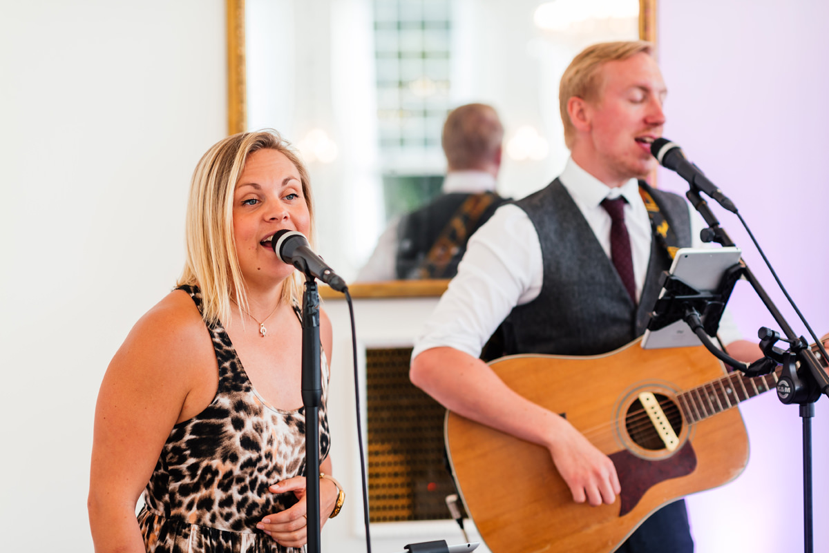 mansfield avenue band singing during the wedding breakfast