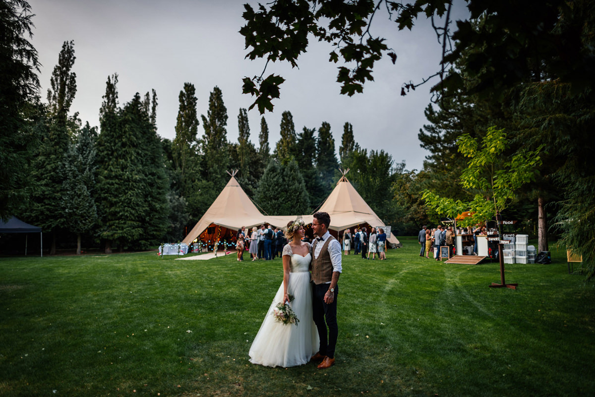 Relaxed Tipi wedding