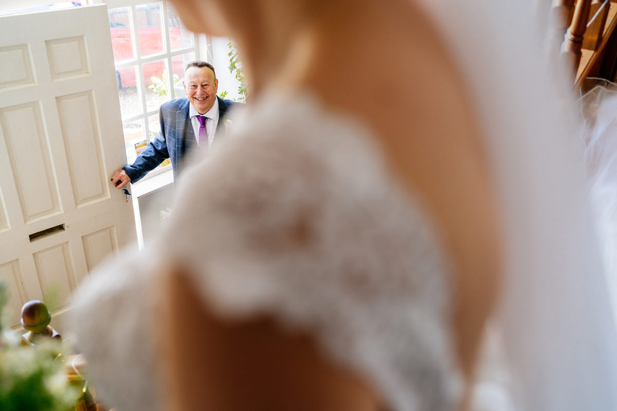 unobtrusive wedding photos