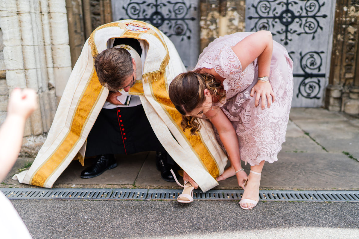 Humorous wedding photos