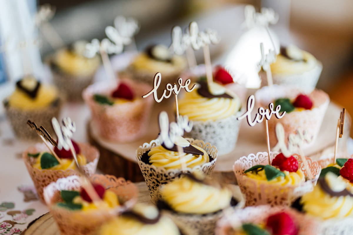 cupcakes for wedding guests