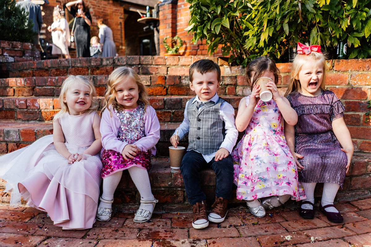 group photo of the children at the wedding