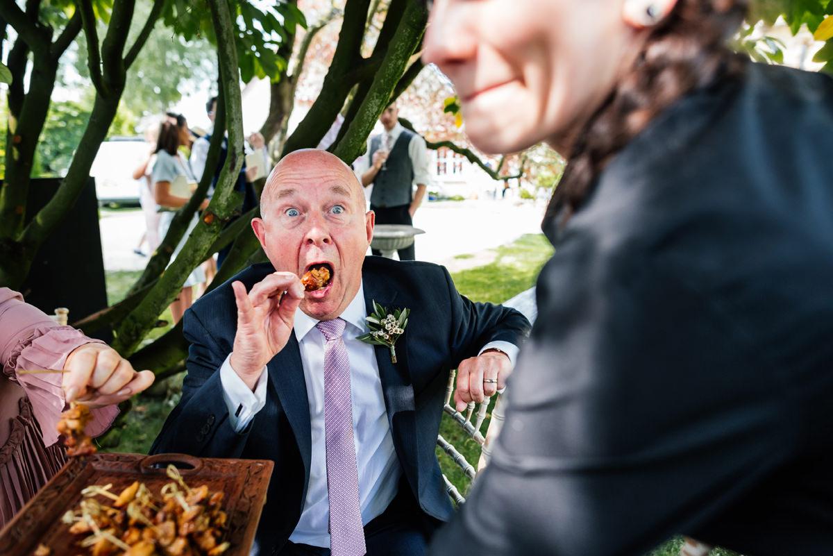 guest enjoying the canapés