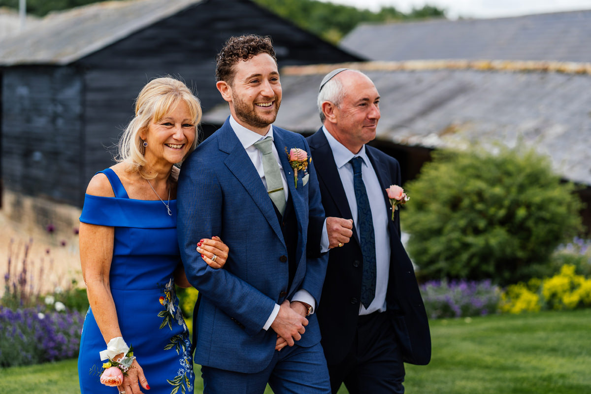 groom arrives with parents